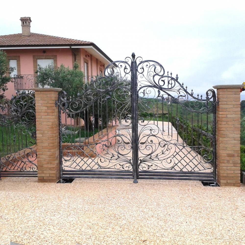 Wrought iron gate made in italy ref Atessa