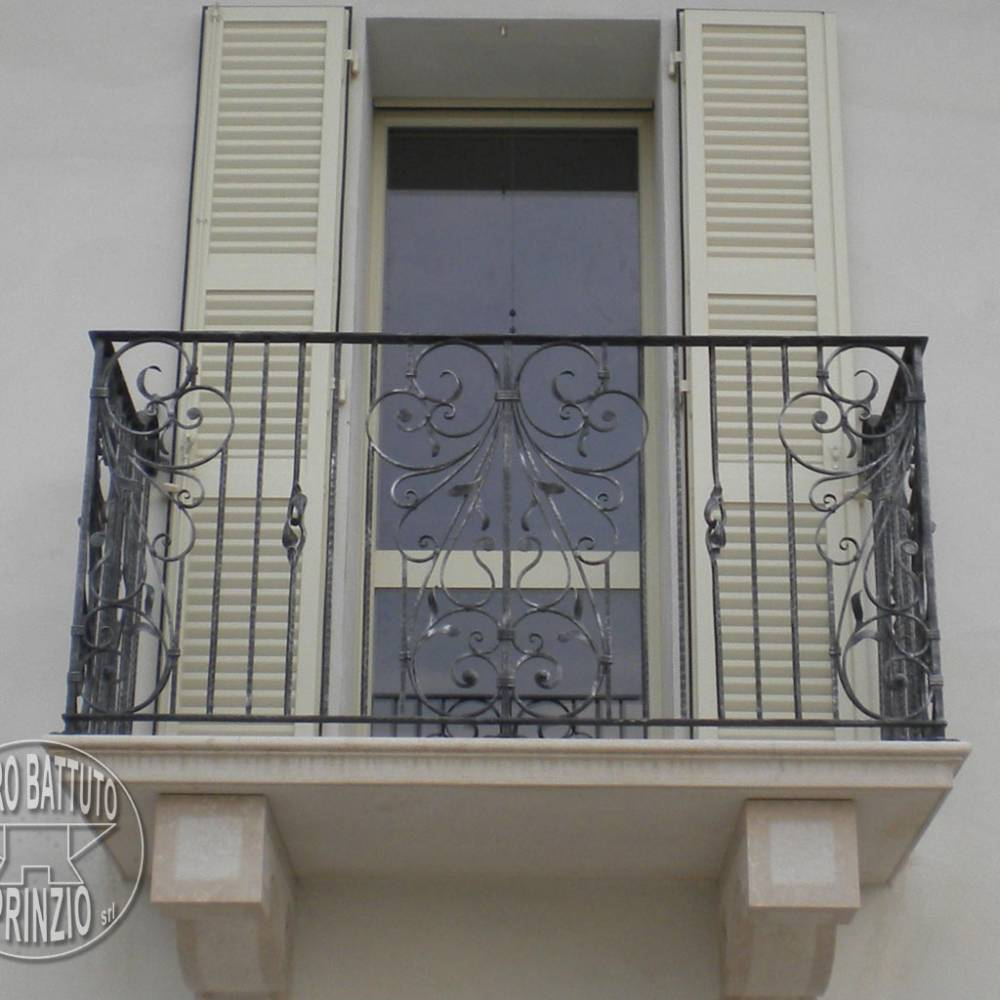 Little balustrade in hammered wrought iron