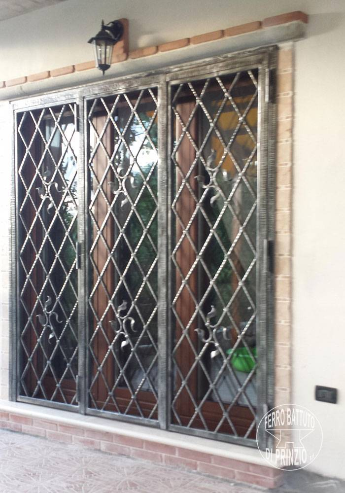 Mobile protection in wrought iron