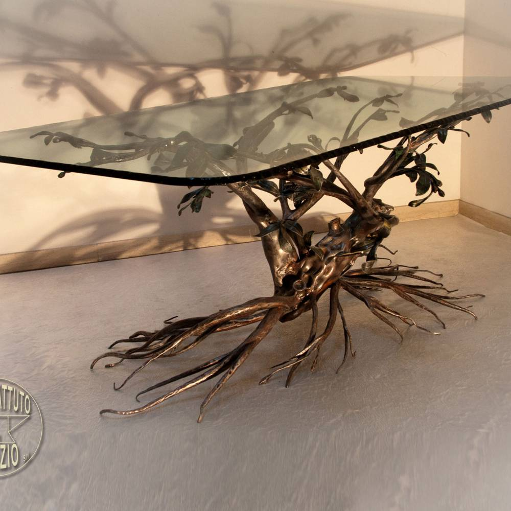 Table in wrought iron
