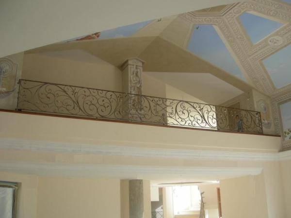 Interior balustrade or railing in wrought iron for balcony