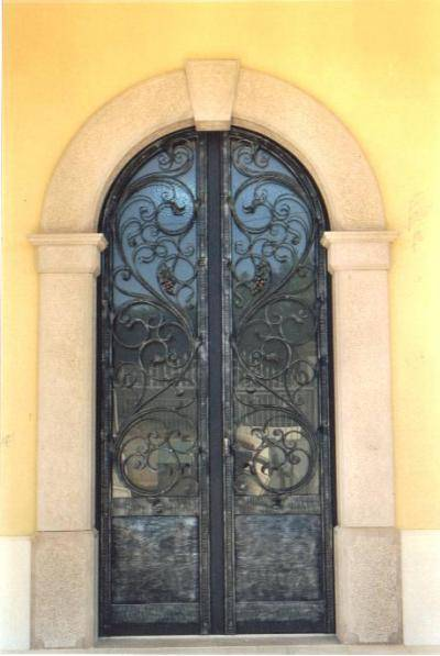 Entrance door in iron