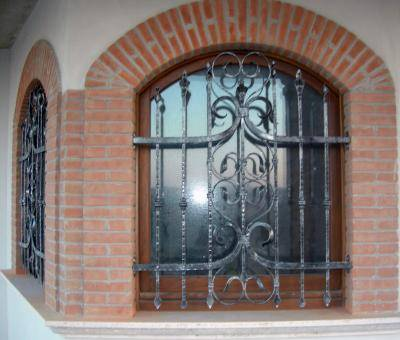 Grate in wrought iron