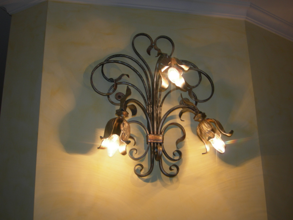 Wall-mounted Lighting Fixtures: In Wrought Iron