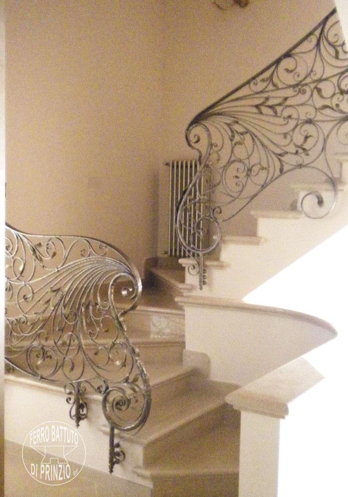 Interior balustrades wrought iron stairways railings for Ferro battuto di prinzio