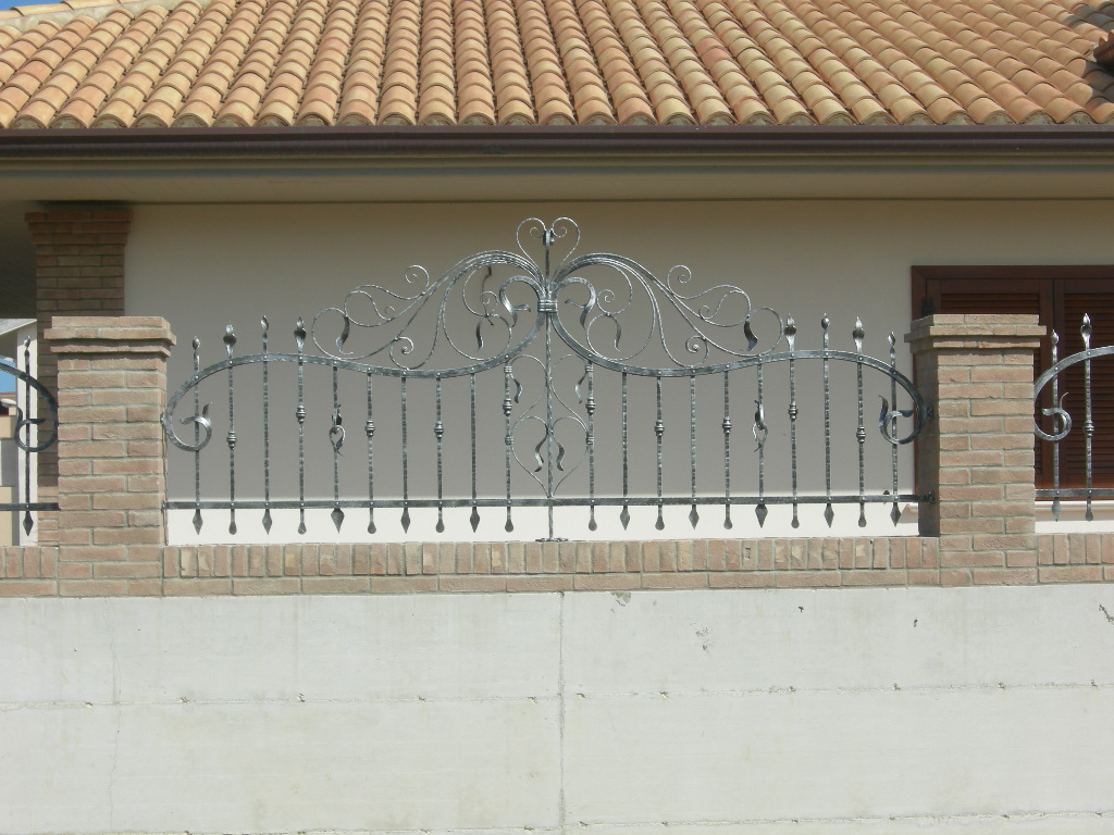 Wrought iron fencing pag 2 for Foto di ringhiere in ferro battuto